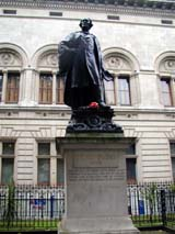 Henry Irving Statue outside the National Portrait Gallery (120 kbytes) - Click to enlarge