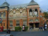 Shakespeare : Swan Theatre frontage (78 kbytes) - Click to enlarge