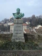 Lausanne, Statue (87 kbytes) - Click to enlarge