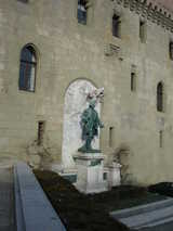 Lausanne, Statue at the Fort (66 kbytes) - Click to enlarge